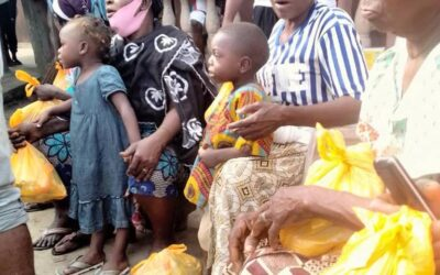 DR. QUEEN BLESSING ITUA FEEDS THE INDIGENT PEOPLE OF DONGO COMMUNITY, LAGOS NIGERIA